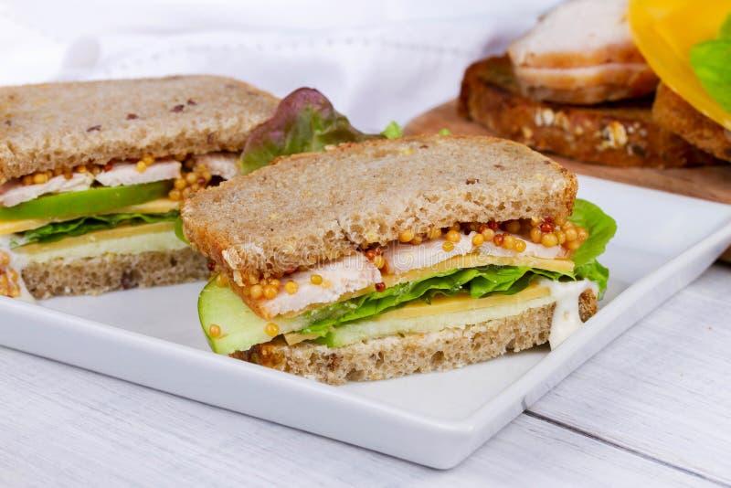 Турция, чеддер, и зеленый сандвич яблока стоковое изображение