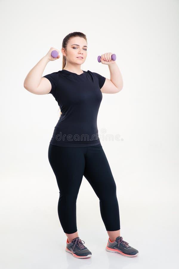 Тучная разминка женщины с гантелями стоковая фотография rf