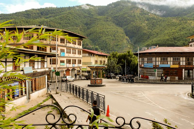 Тхимпху, Бутан - 10-ое сентября 2016: Ежедневная жизнь в улицах Тхимпху, столица Бутана стоковое фото rf