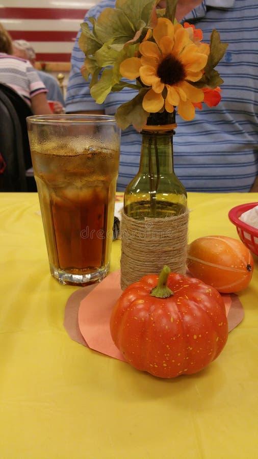 Тыква, сода и цветок стоковая фотография rf