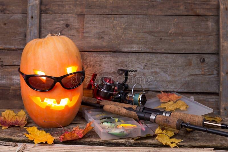 Тыква хеллоуина в eyeglass с рыболовными снастями стоковые фотографии rf