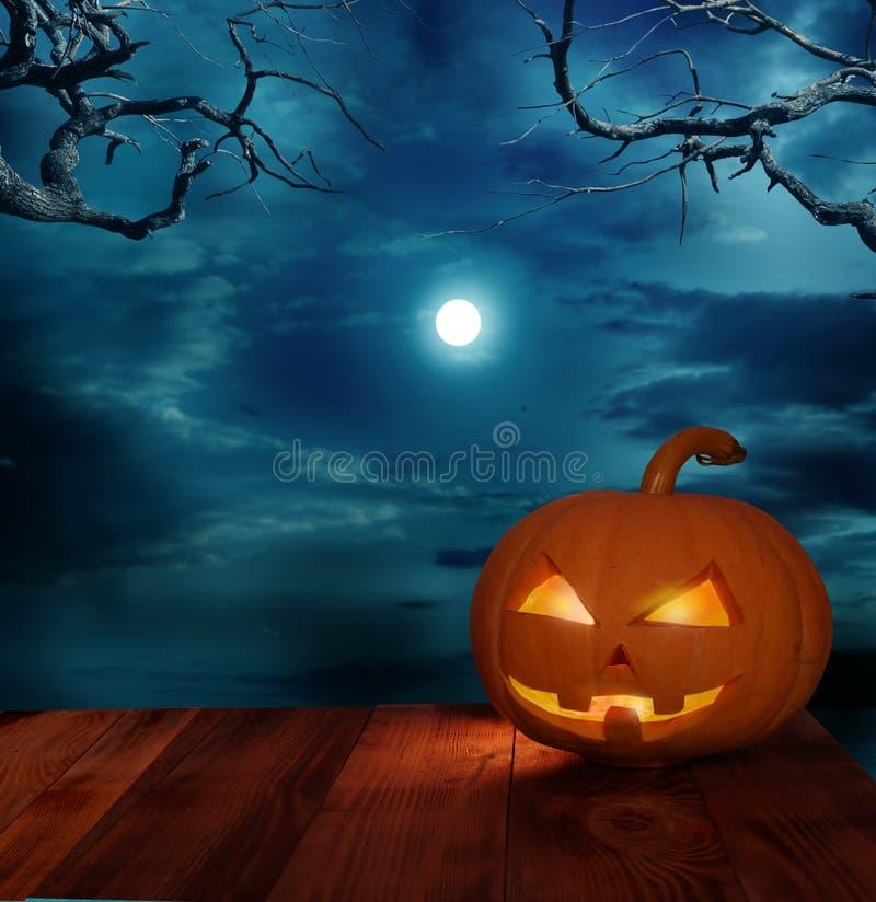 Тыквы хеллоуина на деревянном столе иллюстрация вектора
