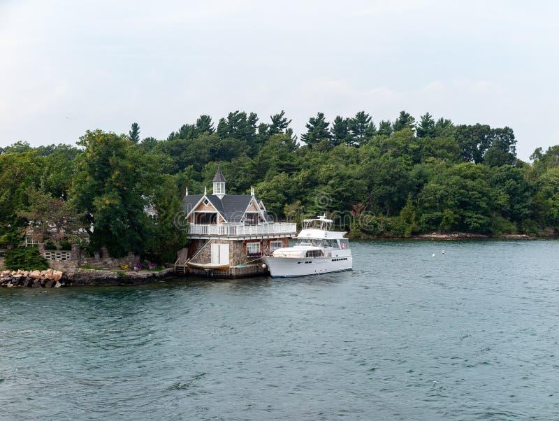 Тысяча островов около Кингстона Онтарио стоковые изображения rf
