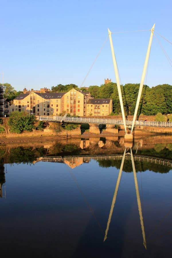 тысячелетие lune lancaster моста над рекой стоковое изображение