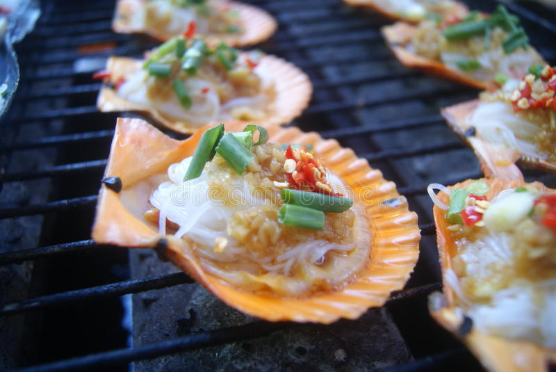 тюкуйте высушенное вкусное - изолированная плодоовощ белизна тройника продуктов моря стоковое фото