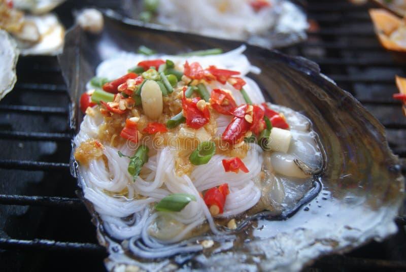 тюкуйте высушенное вкусное - изолированная плодоовощ белизна тройника продуктов моря стоковые фото