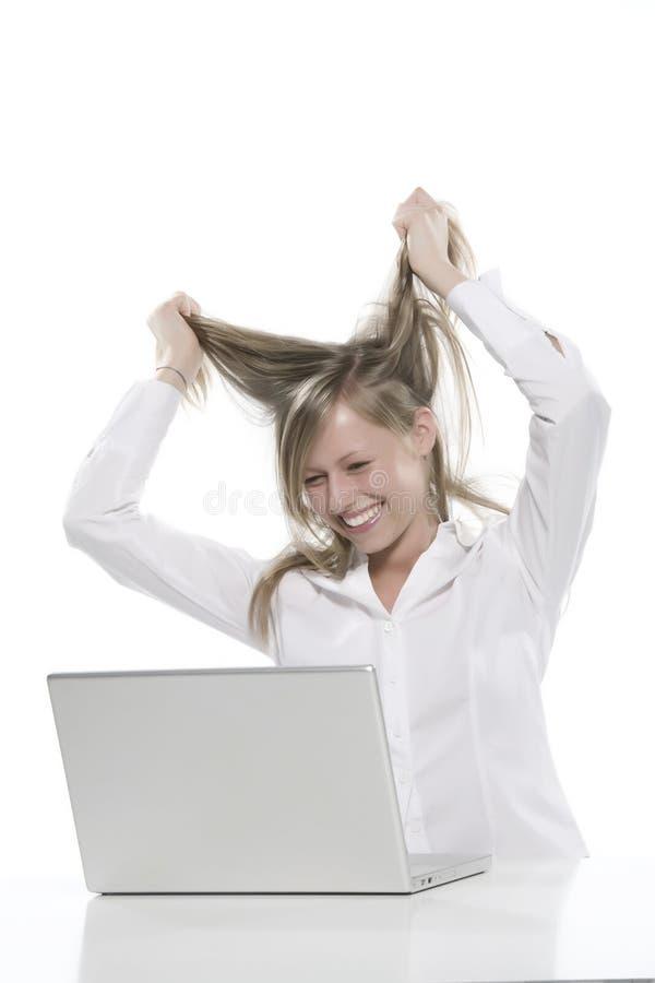 тяга волос компьютера к женщинам вы стоковые фотографии rf