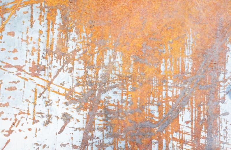 Тяжело несенная стена слезли красным цветом, который ржавая стоковые фотографии rf