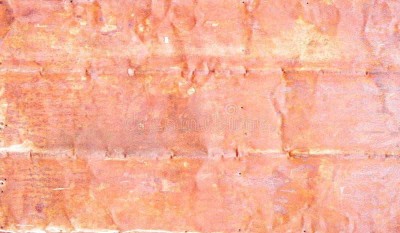 Тяжело несенная стена слезли красным цветом, который ржавая стоковое фото