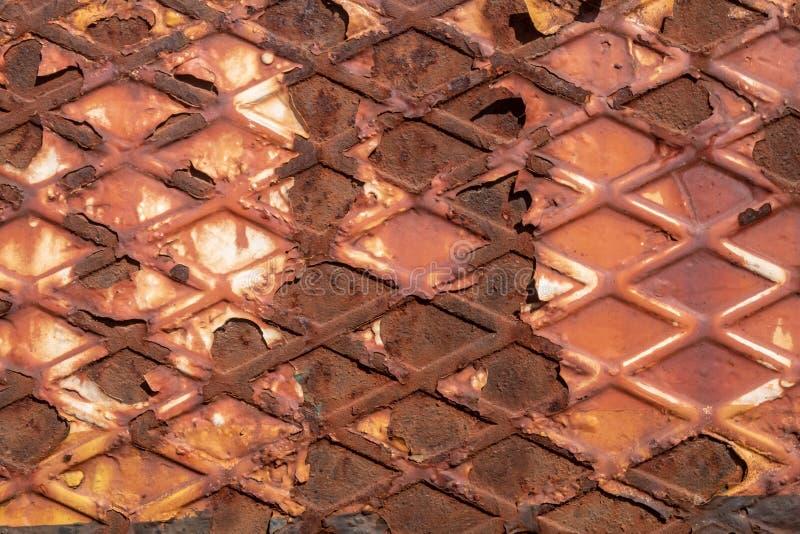 Тяжело рифленая рыжеватая металлопластинчатая текстура стоковая фотография rf