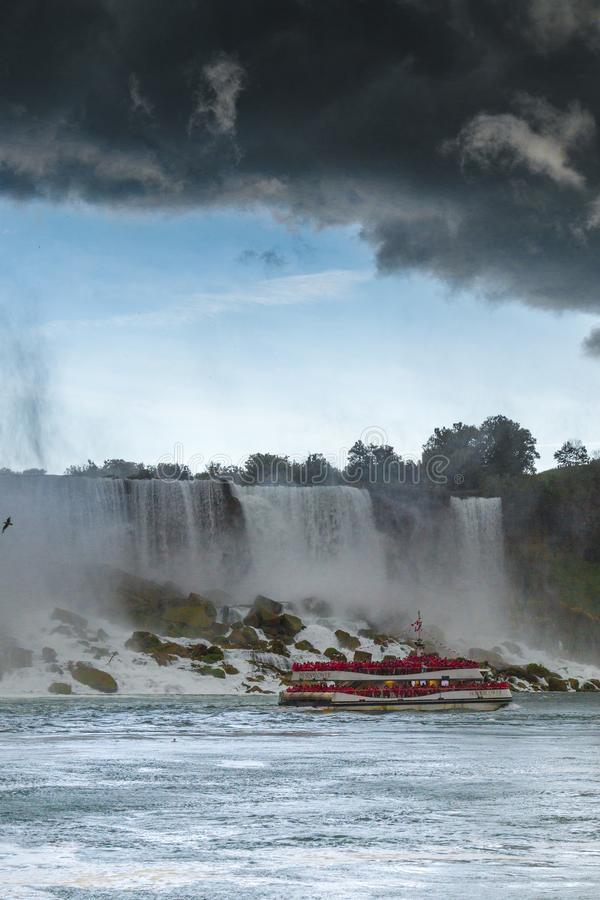 Тяжелый шторм над Ниагарским Водопадом