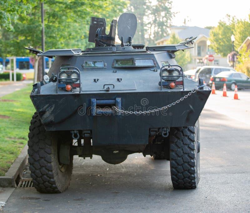 Тяжелый armored танк полицейского автомобиля стоковое изображение