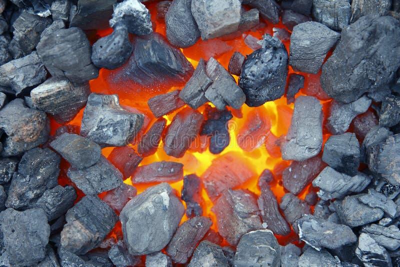 Download Тлеющие угли стоковое фото. изображение насчитывающей горяче - 33739490