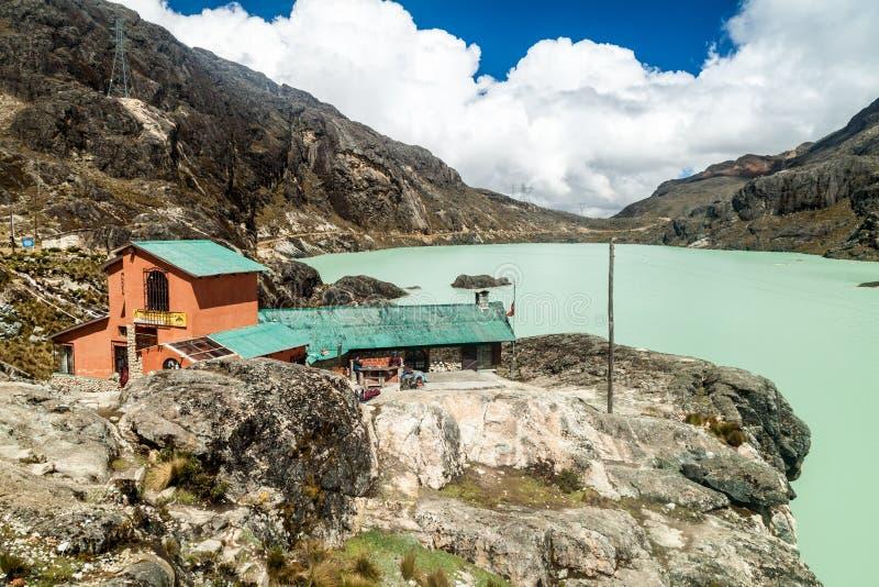 Убежище Huayna Potosi Refugio горы стоковые фотографии rf
