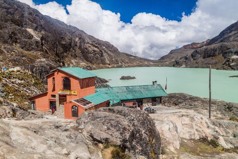 Убежище Huayna Potosi Refugio горы стоковые фото