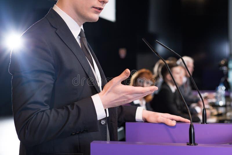 Убедительная речь молодого политика стоковые изображения rf