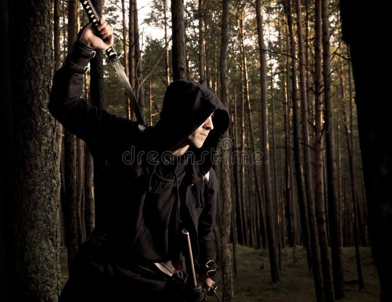 Убийца в глубоком лесе стоковые изображения