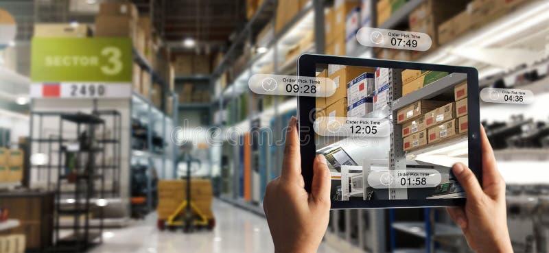 Увеличенная концепция реальности онлайн ходя по магазинам Электронная коммерция и цифровой маркетинг стоковое изображение rf