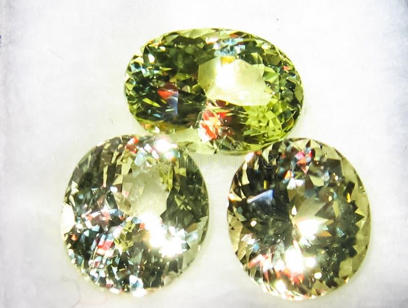 Увенчанные драгоценные камни рубины стоковые фото