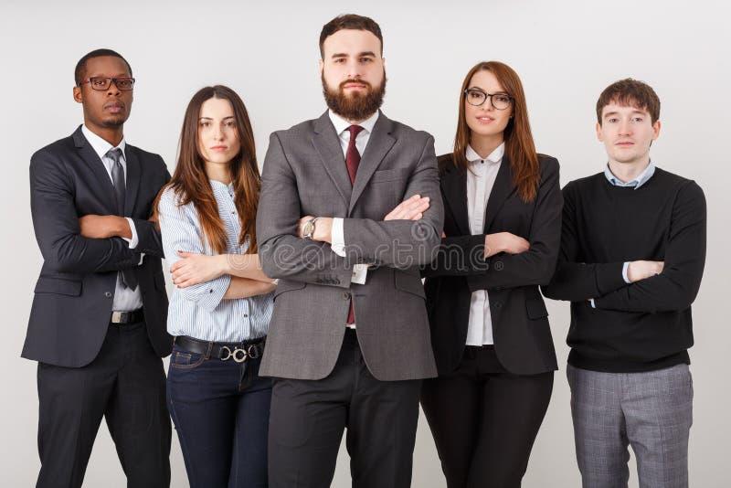 Уверенно бизнесмены в офисе стоковое фото rf