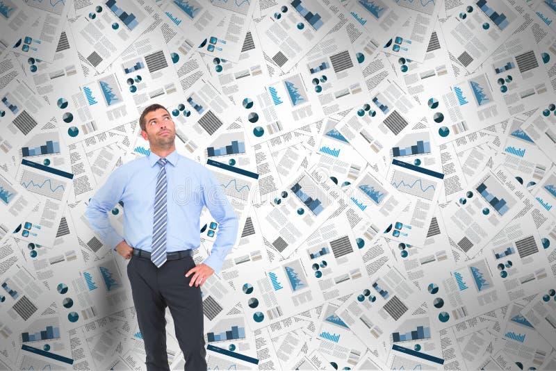 Уверенно бизнесмен стоя думающ с деловыми газетами в предпосылке бесплатная иллюстрация