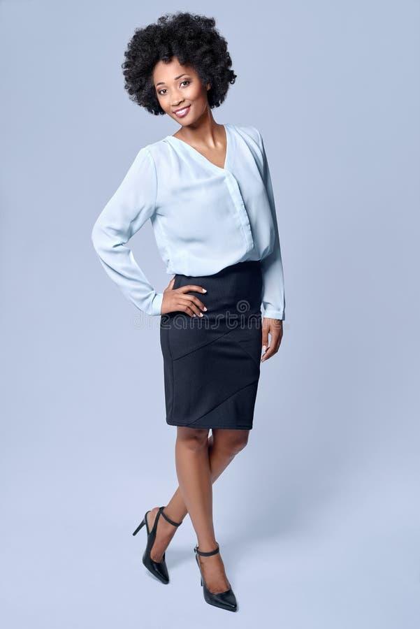 Уверенно бизнес-леди чёрного африканца стоковые изображения rf