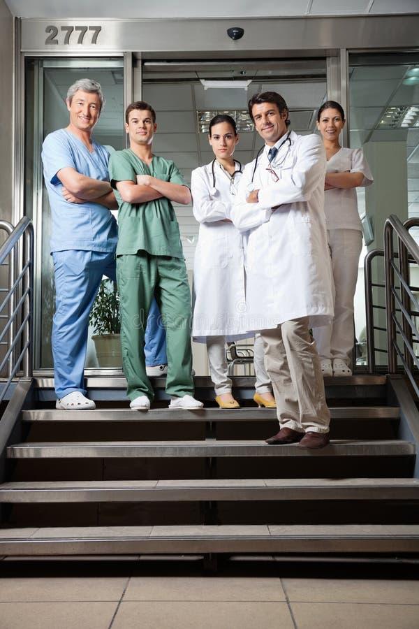 Уверенно медицинские профессионалы стоковое изображение rf