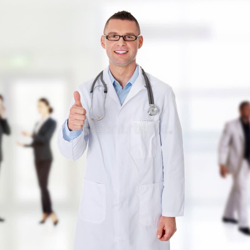 Уверенно молодой врач стоковое изображение rf