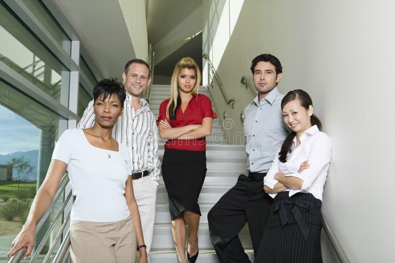 Уверенно предприниматели на лестницах стоковое изображение rf