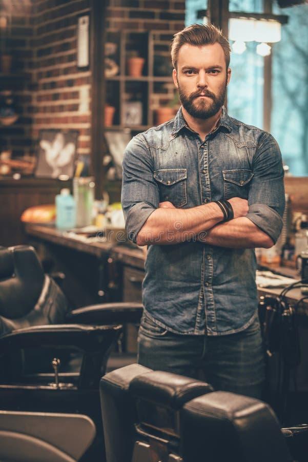 Уверенно специалист парикмахера стоковые изображения rf