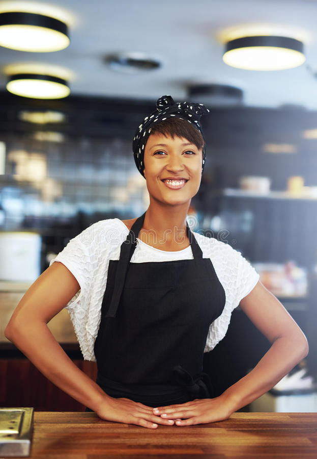 Уверенно успешное молодое предприниматель мелкого бизнеса стоковые изображения