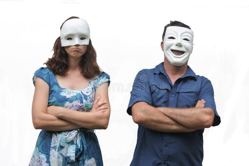 Уверенно человек нося счастливый лицевой щиток гермошлема стоя около unconf стоковая фотография rf