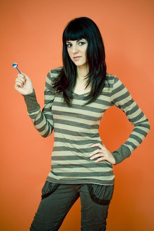 уверенно lollipop предназначенный для подростков стоковые фотографии rf