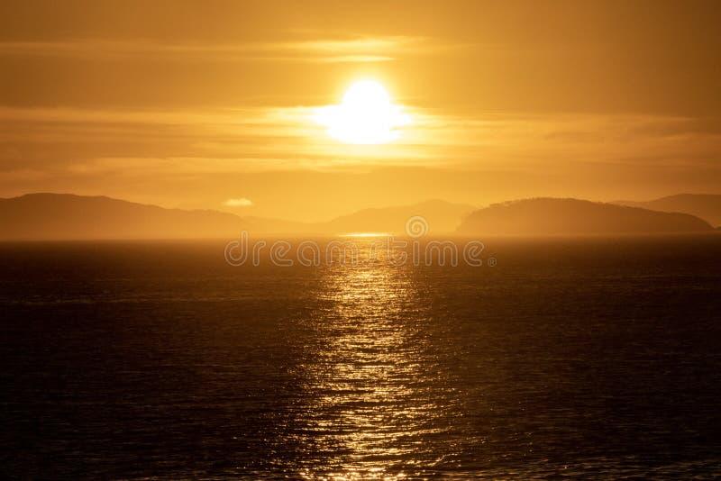 Увиденное начало захода солнца морю стоковое фото rf