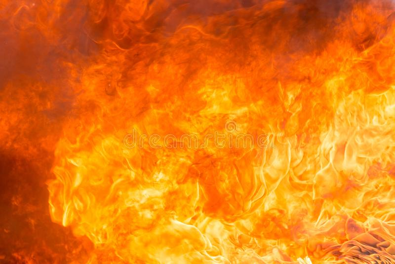 Увольняйте и закурите от мебели горя в пожарище стоковое фото rf