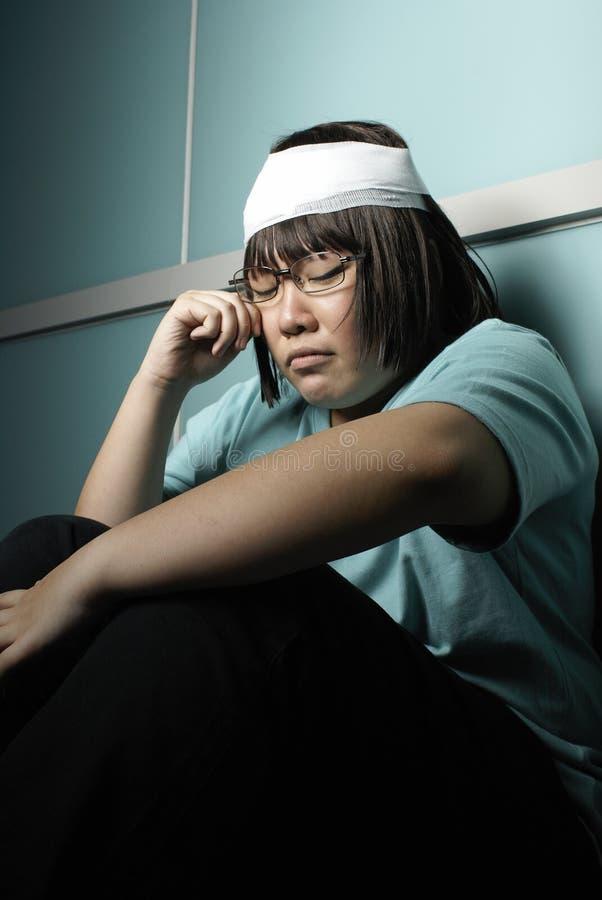 угловойой предназначенное для подростков поврежденное темнотой стоковая фотография