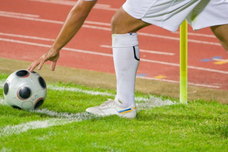 угловойой футбол пинком футбола стоковые фото