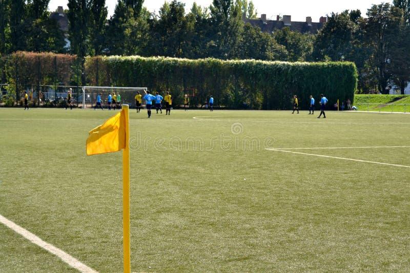 угловойой футбол флага поля 2 стоковое изображение rf