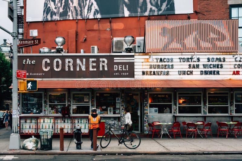 Угловой гастроном в SoHo, Манхэттене, Нью-Йорке стоковое изображение rf