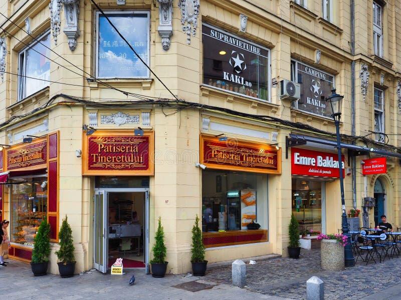 Угловой магазин печенья, Бухарест, Румыния стоковое фото