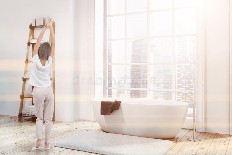 Угол ванной комнаты просторной квартиры, белый ушат, тонизированные полки иллюстрация штока