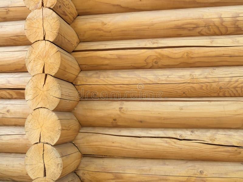 Угол closup блокгауза Предпосылка текстуры Брайна деревенская деревянная фасад дома журнала, космос экземпляра стоковые фотографии rf