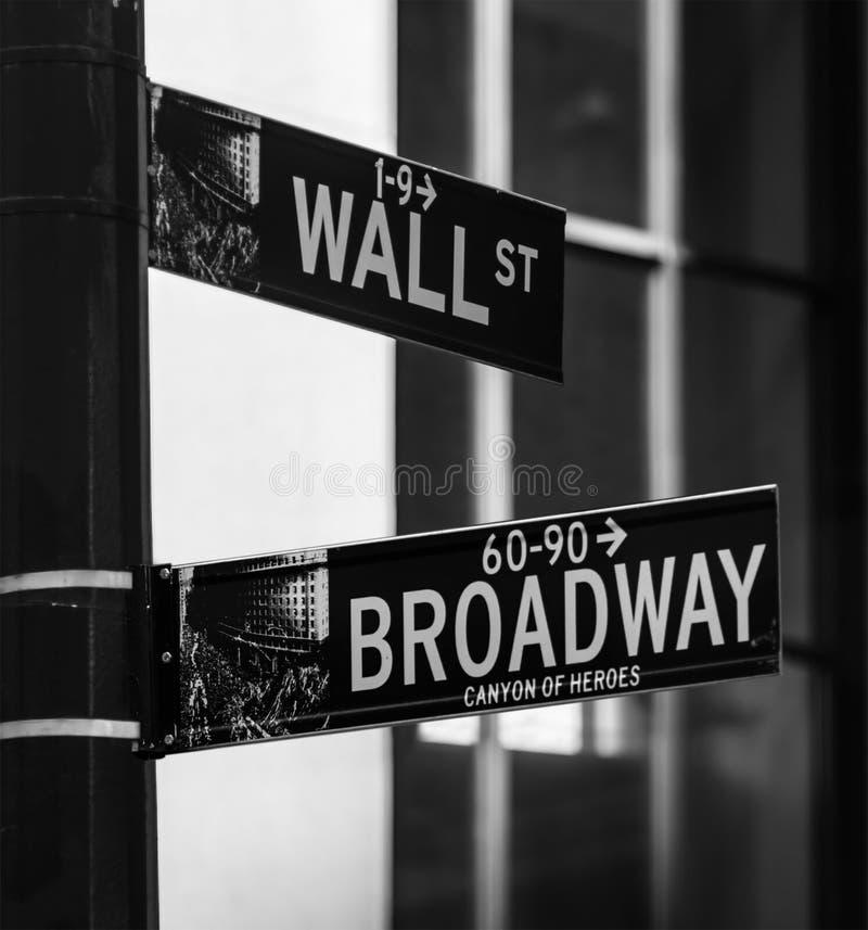 Угол Wall Street и Broadway стоковые изображения rf