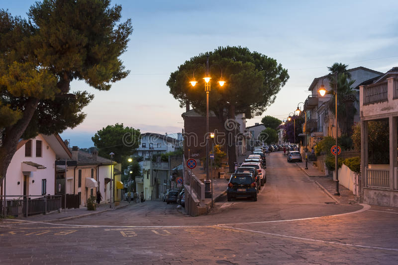 Угол улицы в выравнивать Silvi Paese Италию стоковая фотография rf