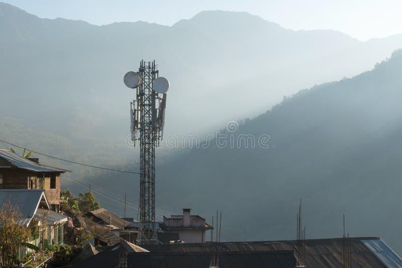 Удаленная башня телекоммуникаций стоковая фотография