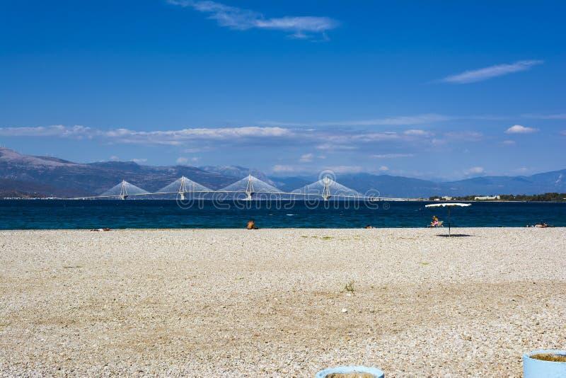 Удаленный взгляд моста на дневном свете, Греции Рио-Antirio стоковое фото