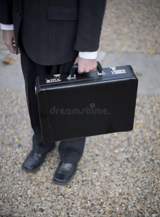удерживание бизнесмена портфеля стоковые изображения rf