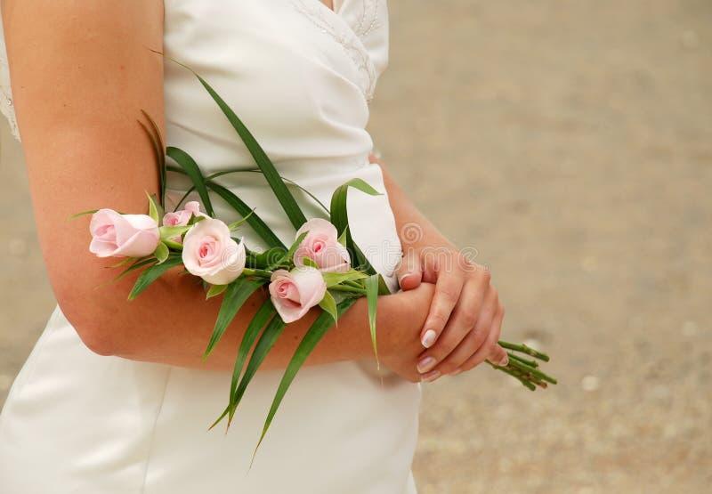 удерживание невесты boquet стоковая фотография rf