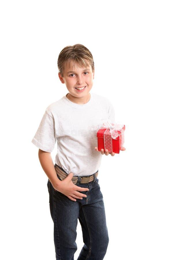 удерживание подарка рождества ребенка стоковые изображения
