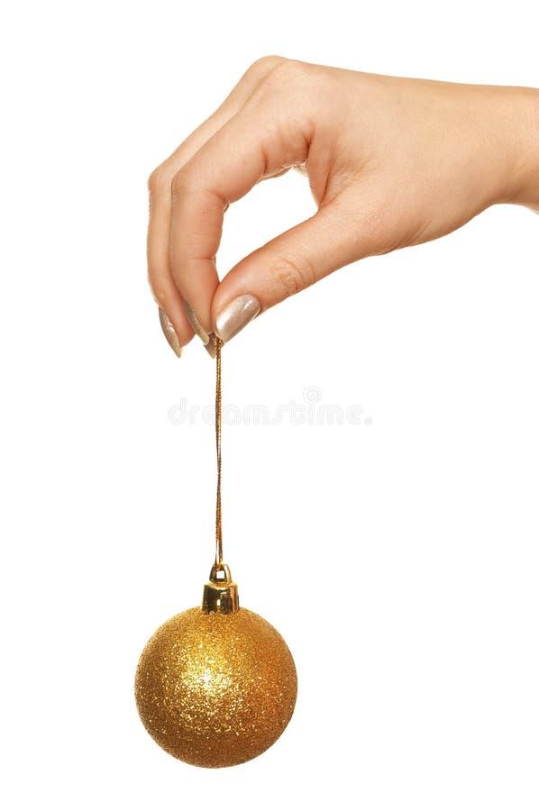 удерживание руки рождества шарика стоковое фото